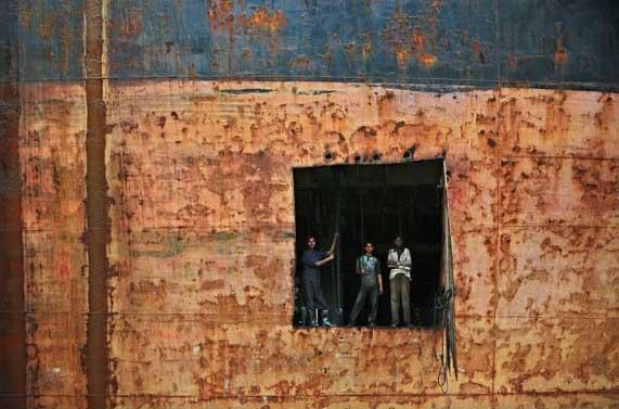 Biraj shipbreaking workers in cutout