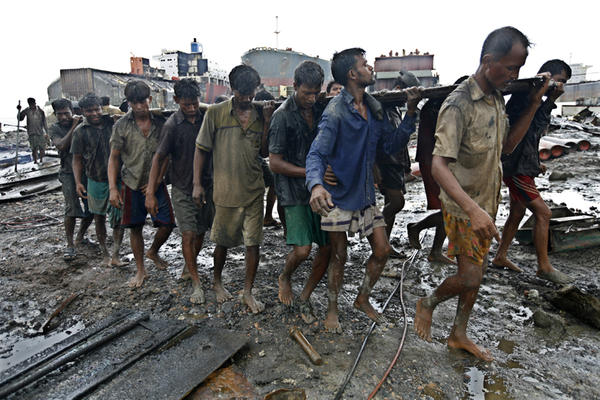 Ship-Breaking-Workers1_gallery_main